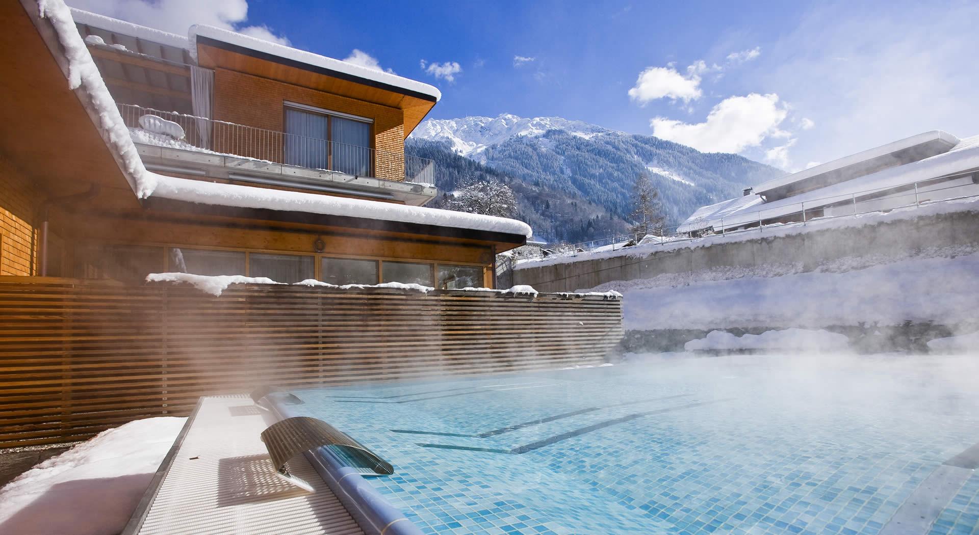 4 Sterne superior Alpenhotel Montafon - Schruns in Vorarlberg - Wellnessbereich, Außenpool